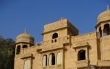 Brama do miasta (z świątynią na dachu)