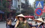 Wietnamski gang sprzedający banany i ananasy