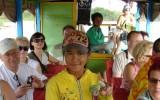 Dziewczynka sprzedająca napoje